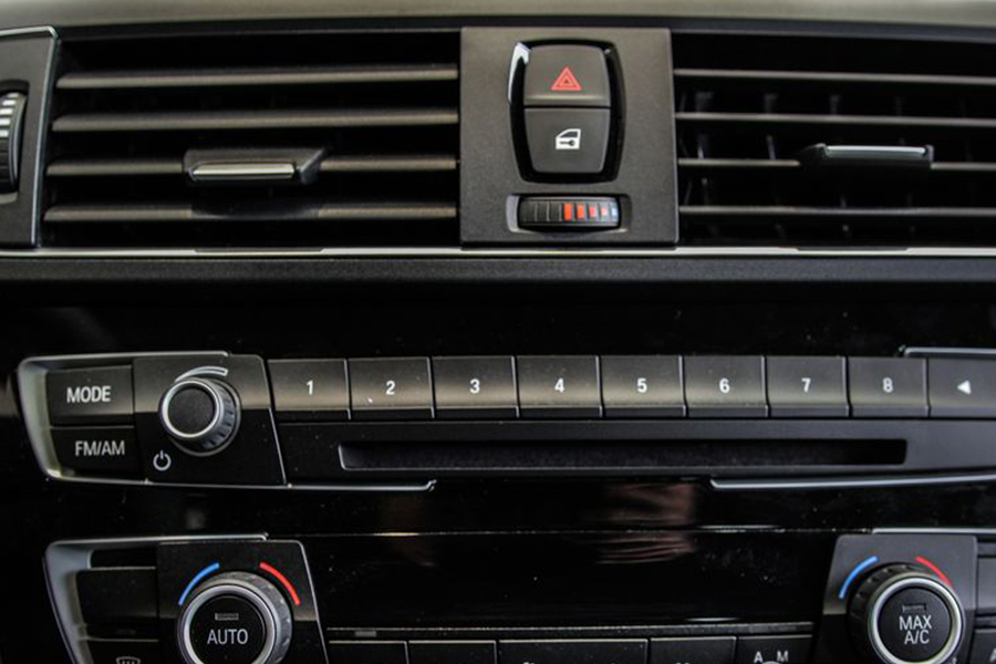 BMW 118i - Hình 12