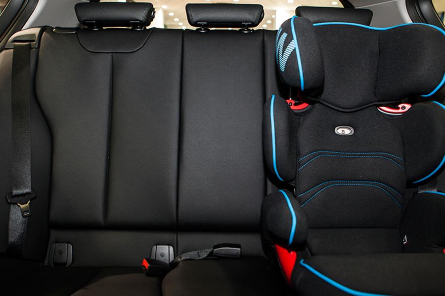 BMW 118i - Hình 8