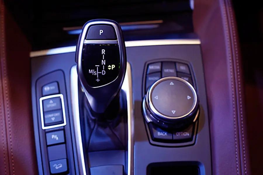 BMW X6 xDrive 35i (Máy xăng) - Hình 39